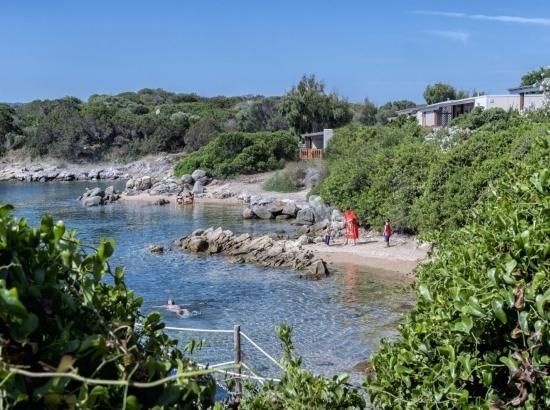 Die Buchten nur einen Steinwurf vom Paradise Suite Bay Bungalow entfernt.