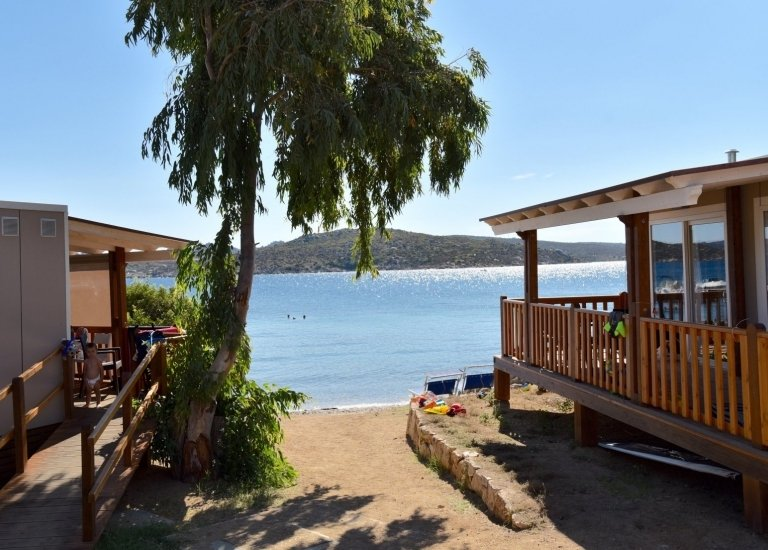 Isola dei gabbiani villaggio sul mare nel nord sardegna for Fantastici disegni di bungalow